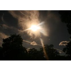 Poster/tavla på ljus som bryter genom moln. Häftig fotoposter - Spoca
