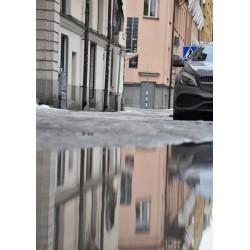 Poster av husen speglingar i vatten. Köp snygga prints online från Spoca