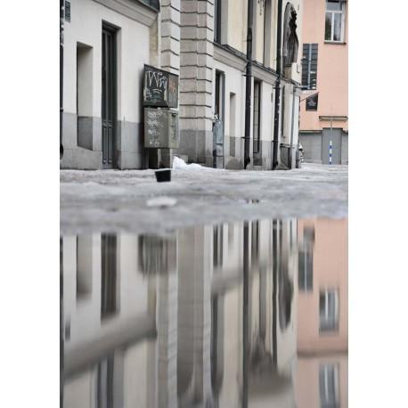Poster av husen speglingar i vatten. Köp snygga fototavlor online från Spoca