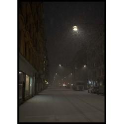 Foto av snöflingor i staden. Tavla med ram. Spoca edition