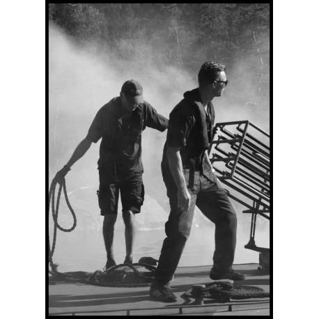 Smoke - Svartvit fotokonst med rök och människor. Vintage/retro motiv från Spoca