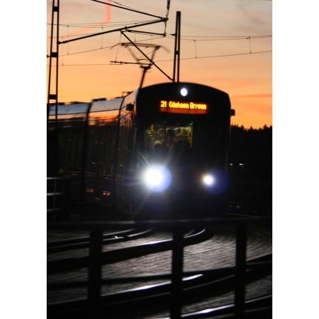 Fotokonst med tåg i skymning. Poster Lidingö