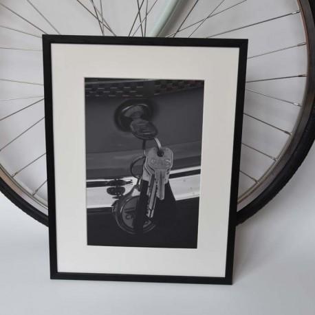 Poster med svartvitt fotografi på nycklar. Tavlor och konst