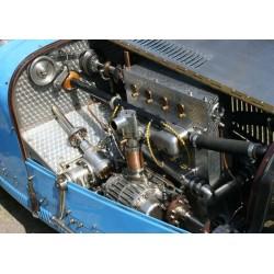 Tavla med vacker racerbil Bugatti. Fotokonst från Comfort Racings samlingar.