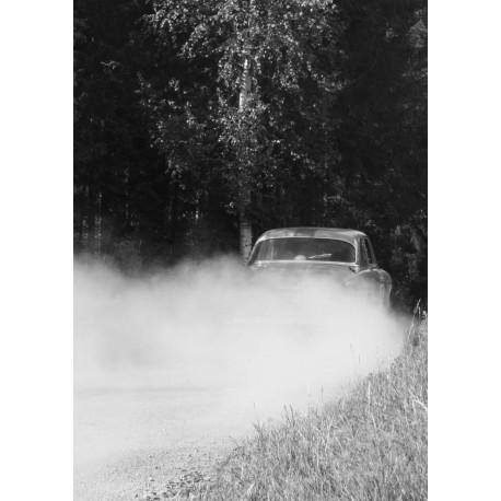 Svartvit poster med rallybil. Vacker natur och motor tavla