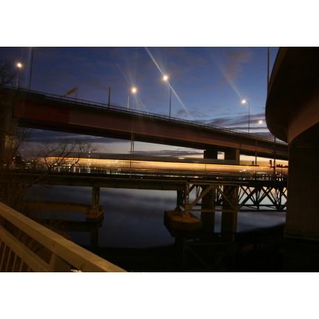 Fotokonst med bro i skymning. Vacker tavla från Lidingö - Stockholm.