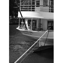 Skärgårdsbåten Poster. Snygg fotokonst i svartvitt - Spoca