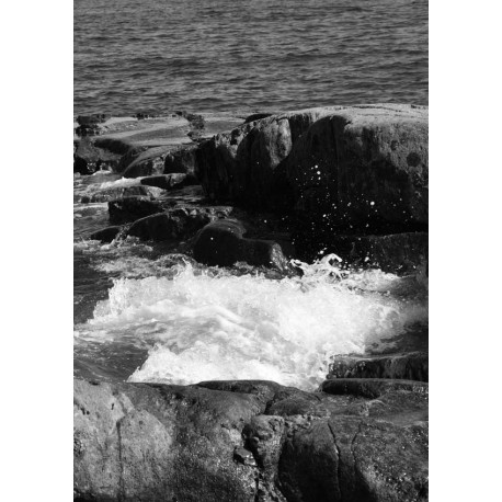 Foaming water Poster. Fotokonst i svartvitt - Spoca